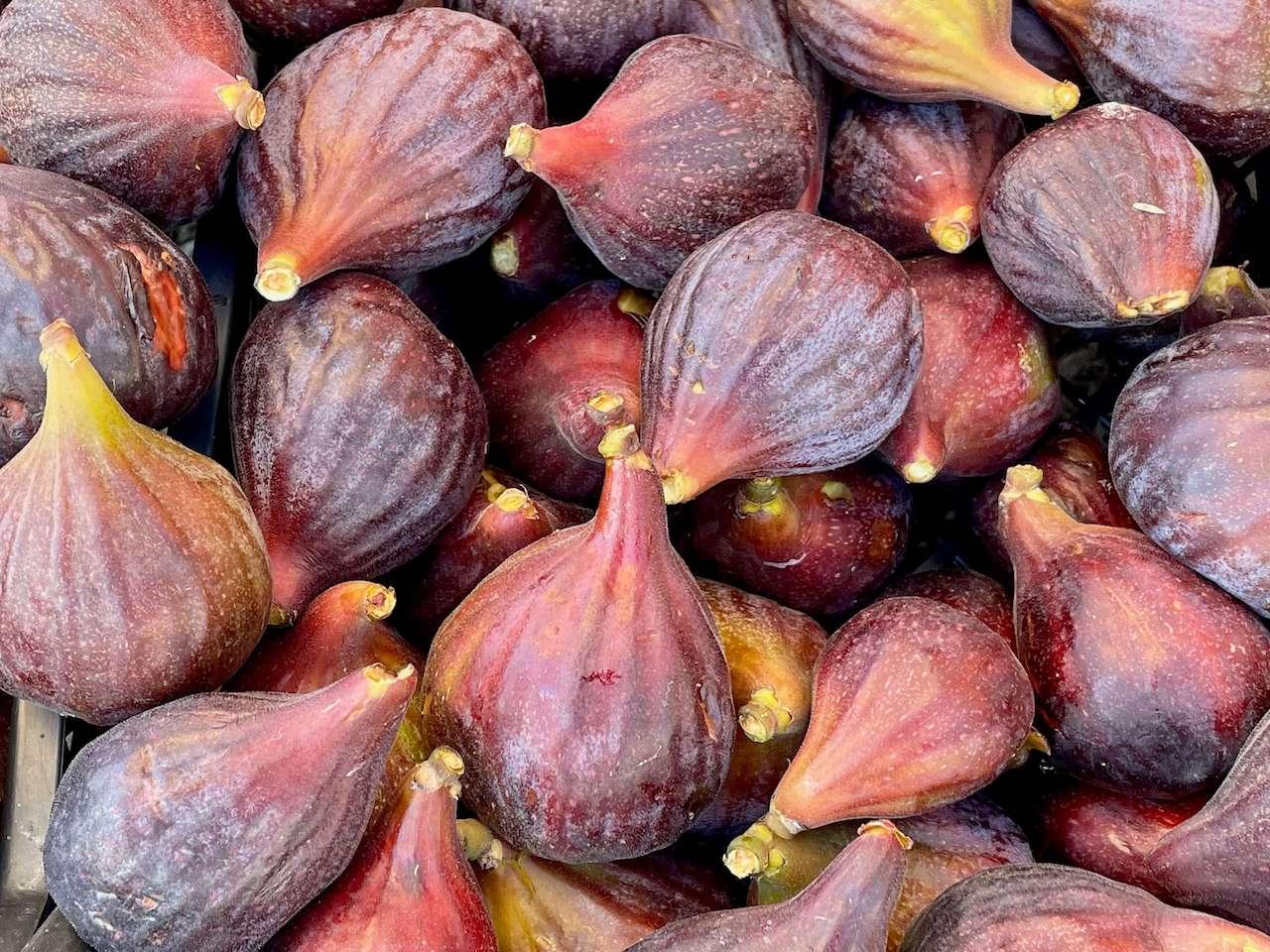 Albania, Tirana - figs